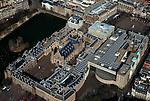 Nederland, Zuid-Holland, Den Haag, 20-03-2009; Rechts de Hofplaats / Hofweg met ingang van de nieuwbouw Tweede Kamer, links het Binnenhof met Ridderzaal en het gebouw van de Eerste Kamer gelegen aan de Hofvijver. Boven de Ridderzaal het Ministerie van Algemene Zaken (met het Torentje) en het Mauritshuis. Rechtsboven het Plein. View on the heart of the Dutch First and Second Chamber and Parliament in The Hague. The Hofvijver (Court Pond), the Torentje (Little Tower), office of the Prime Minister and museum the Mauritshuis..Swart collectie, luchtfoto (toeslag); Swart Collection, aerial photo (additional fee required); .foto Siebe Swart / photo Siebe Swart