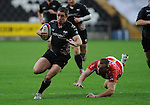 Shane Williams gets away from Chris Latham. Ospreys V Worcester Warriors, EDF Energy Cup  © Ian Cook IJC Photography iancook@ijcphotography.co.uk www.ijcphotography.co.uk