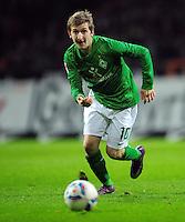 FUSSBALL   1. BUNDESLIGA   SAISON 2011/2012   23. SPIELTAG SV Werder Bremen - 1. FC Nuernberg                   25.02.2012 Marko Marin (SV Werder Bremen) Einzelaktion am Ball