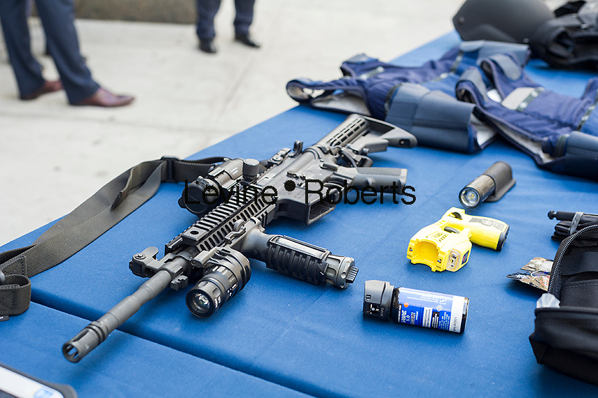 A long gun on display while New York Mayor Bill de Blasio and NYPD Commissioner William Bratton brief the media about improvements to police equipment on Monday, July 25, 2016 at the 84th Precinct in Brooklyn in New York. (© Frances M. Roberts)