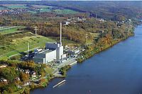 Deutschland, Schleswig- Holstein, Geestacht, Atomkraftwerk Krümmel dahinter Forschungsanstalt GKSS, Elbe, AKW....
