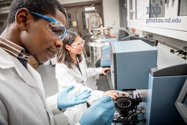 Jan. 19, 2016; Chemical and Bimolecular Engineering (CBE) Lab (Photo by Matt Cashore/University of Notre Dame)