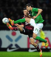 FUSSBALL   1. BUNDESLIGA   SAISON 2011/2012   23. SPIELTAG SV Werder Bremen - 1. FC Nuernberg                   25.02.2012 Claudio Pizarro (vorn, SV Werder Bremen) gegen Dominic Maroh (hinten 1 FC. Nuernberg)