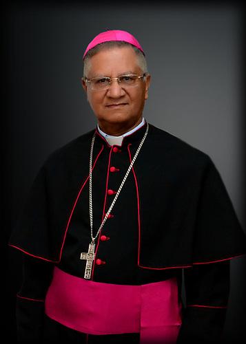 Monseñor Dr. Fausto Ramón Mejía Vallejo, tras resaltar los logros alcanzados por la UCNE en estos 39 años, auguró excelentes perspectivas, con los planes de desarrollo, básicamente en el área de la investigación científica.
