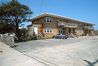 1989 April 18..East Ocean View.Cottage Line.1976 EAST OCEANVIEW AVENUE...NEG#.NRHA#..
