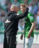 FUSSBALL   1. BUNDESLIGA   SAISON 2012/2013    32. SPIELTAG SV Werder Bremen - TSG 1899 Hoffenheim             04.05.2013 Trainer Thomas Schaaf (li) und Nils Petersen (re, beide SV Werder Bremen) sind nach dem Abpfiff enttaeuscht