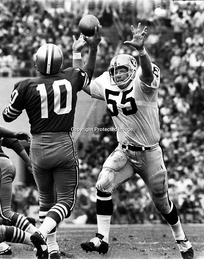 Oakland Raider linebacker Dan Conners puts a rush on San Francisco 49er quarterback George Mira.( 1968. photo by Ron Riesterer)