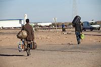 Tunisie Camp UNHCR de refugies libyens a la frontiere entre Tunisie et Libye ....Tunisia UNHCR refugees camp  Tunisian and Libyan border  Campo profughi alla frontiera libica Rientro in Libia