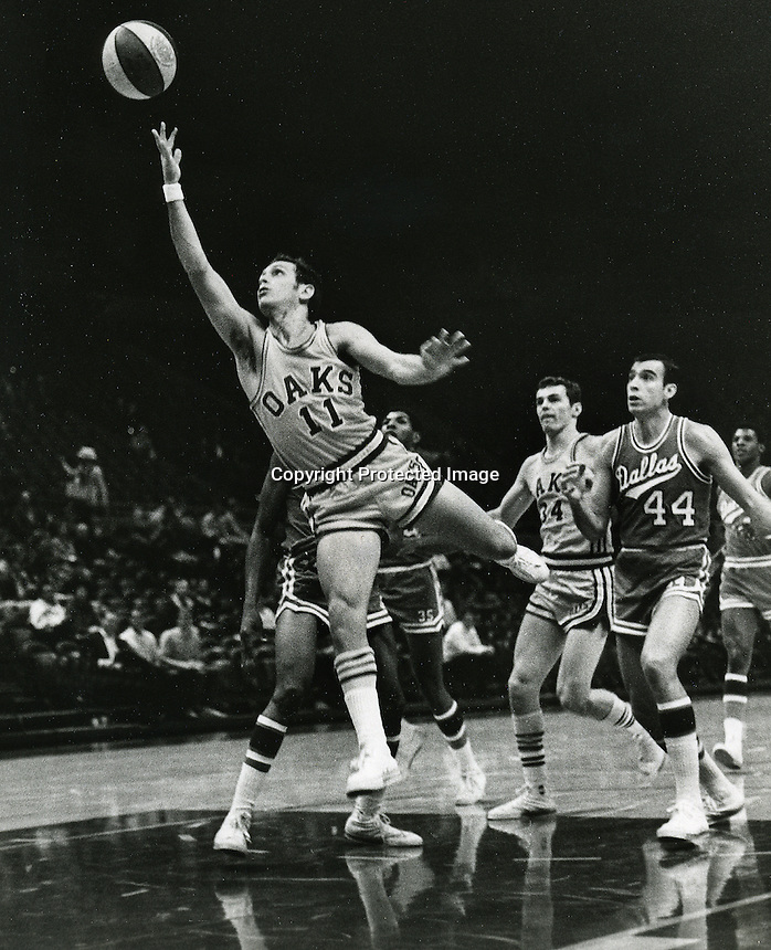 Oakland Oaks Larry Brown #11 against the Dallas Chaparrals (1968 PHOTO by Ron Riesterer/photoshelter)