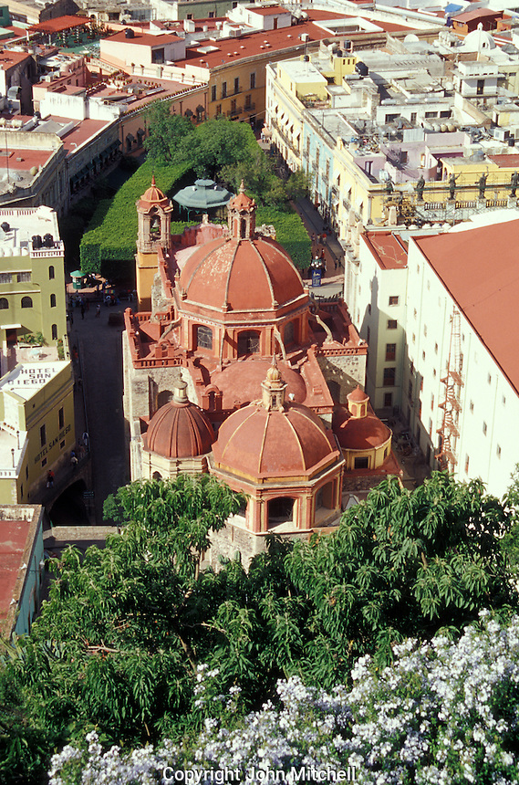 View of the Templo de San Diego church and the Jardin de la Union in the city of Guanajuato, Mexico