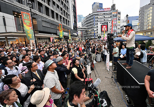 July 8, 2016, Tokyo, Japan - Independent candidate Yohei Miyake addresses a huge crowd at Tokyos Ikebukuro railroad station on Friday, July 8, 2016, making his last campaign pitch for the July 10 parliamentary election. Japanese voters go to the polls on Sunday, casting their ballots to elect half of the 242 seats in the upper chamber of the parliament. (Photo by Natsuki Sakai/AFLO) AYF -mis-