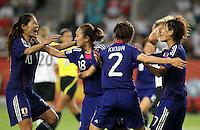 Wolfsburg , 100711 , FIFA / Frauen Weltmeisterschaft 2011 / Womens Worldcup 2011 , Viertelfinale ,  Deutschland (GER) - Japan (JPN) .Torjubel Japan nach dem 1:0 durch Karina Maruyama (2.v.r./JPN) hier mit Homare Sawa , Yukari Kinga und Kozue Ando .Foto:Karina Hessland .