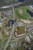 Autobahnkreuz Hamburg Ost: EUROPA, DEUTSCHLAND, HAMBURG 27.04.2017: Autobahnkreuz Hamburg Ost, Fernverkehrsstrasse mit Logistik, Einzelhanden, Huckepackbahnhof.