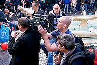 Roma 19 Febbraio 2015<br /> Hooligan olandesi  in Piazza di Spagna , dove si sono riuniti circa 500 tifosi olandesi del Feyenoord, in vista della partita che si svolger&agrave; stasera allo stadio Olimpico contro la Roma.<br /> Tifoso del Feyenoord cerca di staccare i fili da una telecamera di una troupe RaiT <br /> Rome February 19, 2015<br /> Dutch hooligan in Piazza di Spagna, where gathered about 500 Dutch fans of Feyenoord, in view of the match that will take place tonight at the Olympic Stadium against Roma.<br /> Fan Feyenoord tries to disconnect the wires from a camera of a troupe Rai