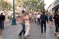 Santa Monica, CA, Third Street Promenade,  outdoor shopping, mall, City by the Bay, Shoppers, tourists, Street Performer High dynamic range imaging (HDRI or HDR)