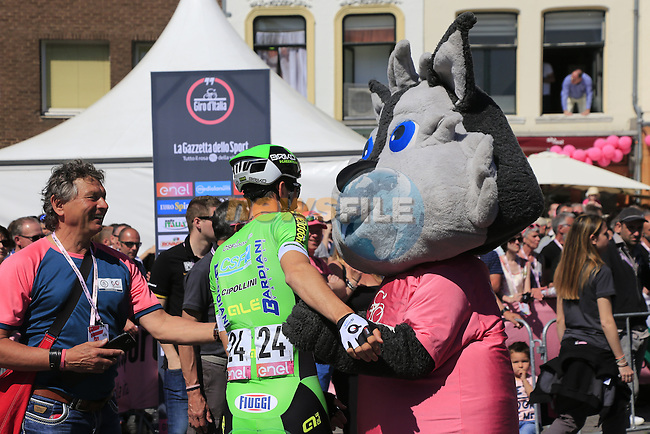 Nicola Boem (ITA) Bardiani CSF gets a hug from Giro mascot Wolfie at sign on before the start of Stage 3 of the 2016 Giro d'Italia running 190km from Nijmegen to Arnhem, The Nethrerlands. 8th May 2016.<br /> Picture: Eoin Clarke | Newsfile<br /> <br /> <br /> All photos usage must carry mandatory copyright credit (&copy; Newsfile | Eoin Clarke)