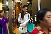 Ann, a pro shopper in Ariel's story.