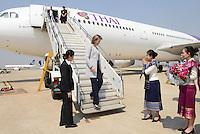 Arriv&eacute;e de la Reine Mathilde de Belgique &agrave; Vientiane au Laos, &agrave; l'a&eacute;roport de Ventiane, au Laos, lors d'une mission de trois jours en tant que Pr&eacute;sidente d'Honneur d'Unicef Belgique. Mission dont le but d'accro&icirc;tre la sensibilisation en mati&egrave;re d'&eacute;ducation de qualit&eacute;, en mati&egrave;re de sant&eacute; y compris la sant&eacute; mentale, et sur les probl&eacute;matiques de survie et de la malnutrition des enfants.<br /> Laos, 20 f&eacute;vrier 2017.<br /> Queen Mathilde of Belgium arrived at Vientiane Airport in Laos (Lao People's Democratic Republic) on Monday 20 February 2017. Queen Mathilde, honorary President of Unicef Belgium, is on a four days mission in Laos.