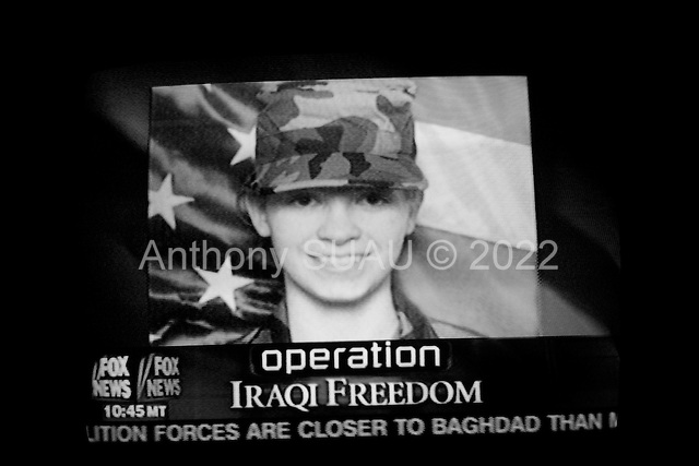 Chicago, Illinois.USA.April 4, 2003..TV images of Private Jessica Lynch captured and rescued in Iraq.