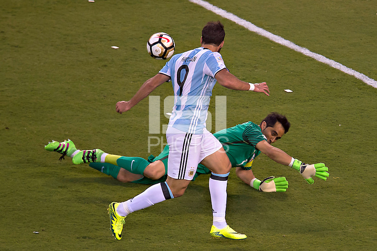 Action photo during the match Argentina vs Chile corresponding to the Final of America Cup Centenary 2016, at MetLife Stadium.<br /> <br /> Foto durante al partido Argentina vs Chile cprresponidente a la Final de la Copa America Centenario USA 2016 en el Estadio MetLife , en la foto:Gonzalo Higuain<br /> <br /> <br /> 26/06/2016/MEXSPORT/JAVIER RAMIREZ