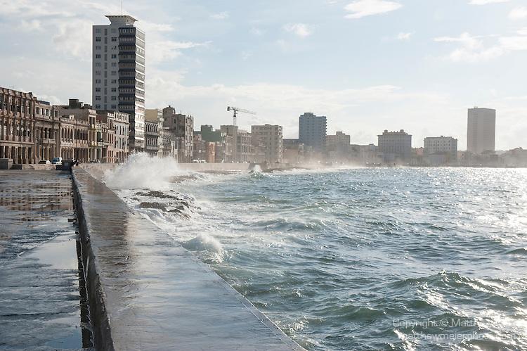 Malecon waves crashing havana matthew meier for Piso 9 malecon center