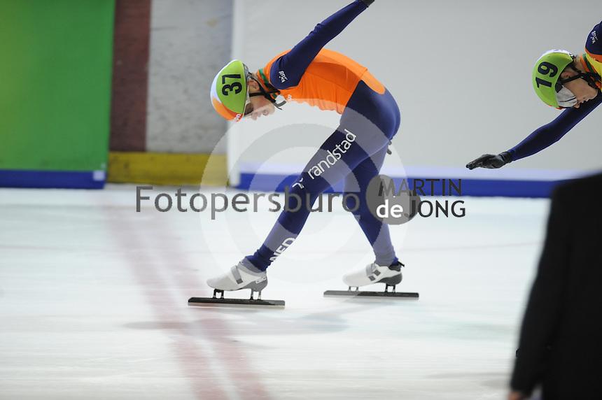 SHORTTRACK: AMSTERDAM: Jaap Edenhal, 04-01-2015, KPN NK Shorttrack, 3000 m Super Finale, finish Tjerk de Boer (#37), ©foto Martin de Jong