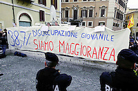 Roma 15 marzo 2013.Montecitorio l'arrivo dei parlamentari alla Camera dei Deputati per l' inizio della XVII legislatura..La protesta dei disoccupati