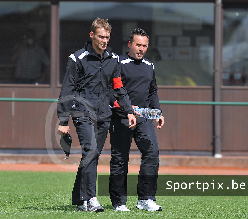 FC Lendelede Sport : Bart Van Hal (rechts ) en Davy Pattyn.foto VDB / BART VANDENBROUCKE