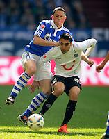 FUSSBALL   1. BUNDESLIGA   SAISON 2011/2012   29. SPIELTAG FC Schalke 04 - Hannover 96                                08.04.2012 Kyriakos Papadopoulos (li, FC Schalke 04) gegen Mohamed Abdellaoue (re, Hannover 96)