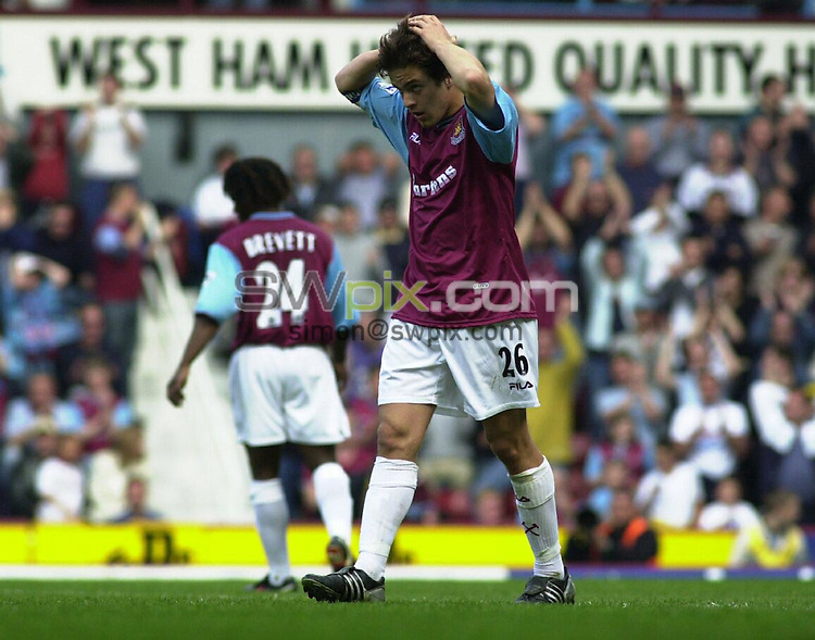 Pix, Dave Winter/SWpix. Football. Barclaycard Premiership. West Ham v Middlesboro. 21/04/03...COPYRIGHT PICTURE>>SIMON WILKINSON>>01943 - 436649>>..West Ham's Joe Cole despairs after a missed opportunity