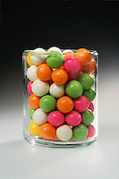 ESTIMATING A NUMBER: CANDIES IN CYLINDER<br />