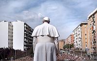 Pope Francis during his pastoral visit at roman parish the San Gregorio Maglio  on April 6, 2014