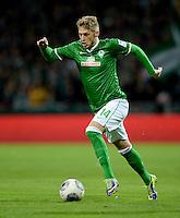 FUSSBALL   1. BUNDESLIGA   SAISON 2013/2014   11. SPIELTAG SV Werder Bremen - Hannover 96                         03.11.2013 Aaron Hunt (SV Werder Bremen) am Ball