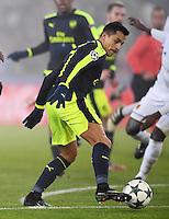 FUSSBALL CHAMPIONS LEAGUE SAISON 2016/2017 GRUPPENPHASE FC Basel - Arsenal London            06.12.2016 Alexis Sanchez (Arsenal) am Ball