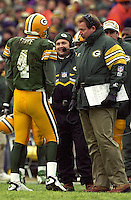 Green Bay packers quarterback Brett Favre and coach Mike Holmgren discuss matters.