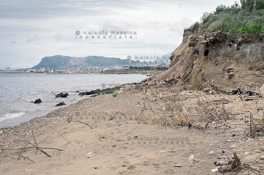 Palermo, waste dump covered with soil in the mouth of the Oreto river.<br /> Palermo; discarica ricoperta di terriccio nella foce del fiume Oreto.