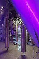 Belgique, Flandre-Occidentale, Bruges: Brasserie Halve Maan qui produit depuis 1546,  sa bière blonde la Brugse Zot   - la cuverie inox //  Belgium, Western Flanders, Bruges, Halve Maan brewery that produces since 1546, its lager Brugse Zot, stainless steel vats
