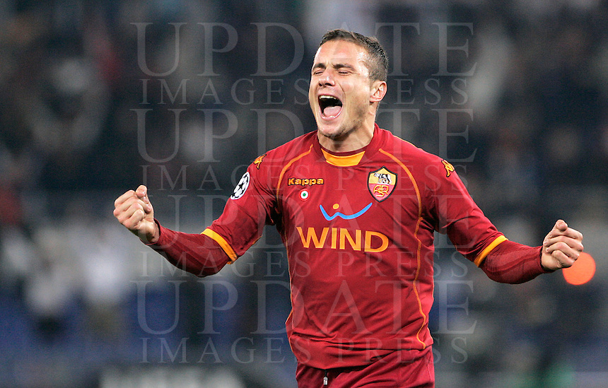 Football, Champions League group A: AS Roma vs Bordeaux. Rome, Olympic stadium, 9 december 2008. AS Roma midfielder Matteo Brighi  celebrates after scoring..Calcio, Champions League gruppo A: Roma vs Bordeaux. Roma, stadio Olimpico, 9 dicembre 2008..UPDATE IMAGES PRESS/Riccardo De Luca