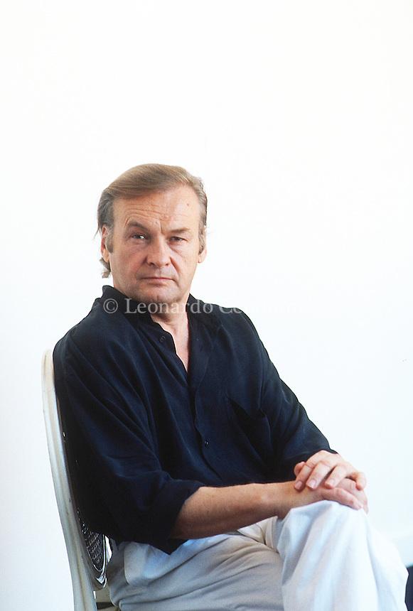 Jerzy Yurek Skolimowski è un regista, sceneggiatore e attore polacco. Born in Lódz, Poland, in 1938. Director, playwright, scriptwriter, and actor. Graduated in ethnology, literature and history from Warsaw University in 1959. Venezia lido, settembre 1991. Festival Internazionale del Cinema di Venezia. © Leonardo Cendamo
