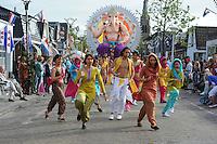 ALGEMEEN: SINT NICOLAASGA: centrum, 06-09-2012, Allegorische Optocht, 'GANESHA', Buurtvereniging De Grietman, .Ganesha is in het Hindoeïsme de godheid met het olifantenhoofd, ©foto Martin de Jong