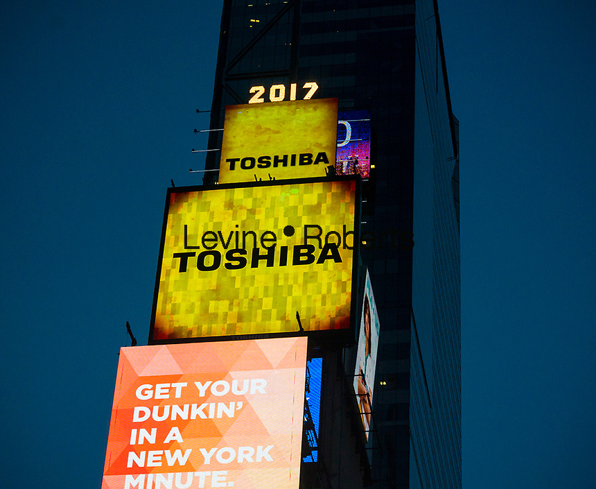 "The Toshiba sign illuminates from One Times Square in New York on Tuesday, April 11, 2017. Toshiba announced that there is  ""substantial uncertainty""  whether the company can continue citing losses stemming from its Westinghouse Electric nuclear division.   (© Richard B. Levine)"