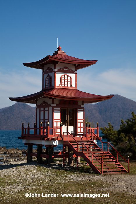 how to get to lake toya from toya station