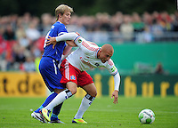 FUSSBALL   DFB POKAL   SAISON 2011/2012  1. Hauptrunde VfB Oldenburg - Hamburger SV                             30.07.2011 Sebastian FERRULLI (li, Oldenburg) gegen Goekhan TOERE (re, Hamburg)