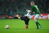 USSBALL   1. BUNDESLIGA    SAISON 2012/2013    10. Spieltag   Werder Bremen - FSV Mainz 05                             04.11.2012 Julian Baumgartlinger (li, Mainz) gegen Kevin De Bruyne (re, SV Werder Bremen)
