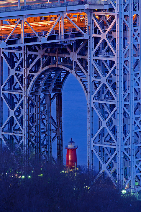 Little Red Lighthouse: Fort Washington Park, George Washington Bridge, New York City, Connecting New York With New Jersey, architect Othmar Ammann, Cass Gilbert Dawn