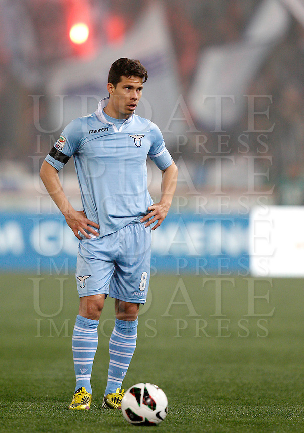 Calcio, Serie A: Roma vs Lazio. Roma, Stadio Olimpico, 8 aprile 2013..Lazio midfielder Hernanes, of Brazil, in action during the Italian serie A football match between A.S. Roma  and Lazio at Rome's Olympic stadium, 8 april 2013..UPDATE IMAGES PRESS/Riccardo De Luca