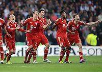 FUSSBALL   CHAMPIONS LEAGUE SAISON 2011/2012  HALBFINALE  RUECKSPIEL      Real Madrid - FC Bayern Muenchen           25.04.2012 Jubel: Arjen Robben, Holger Badstuber Mario Gomez, David Alaba und Thomas Mueller (v.l., alle Bayern)