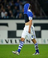 FUSSBALL   1. BUNDESLIGA   SAISON 2011/2012    9. SPIELTAG FC Schalke 04  - 1. FC Kaiserslautern                      15.10.2011 Benedikt HOEWEDES (Schalke) ist enttaeuscht
