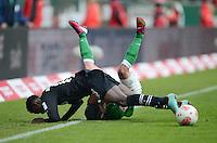 FUSSBALL   1. BUNDESLIGA   SAISON 2012/2013    26. SPIELTAG SV Werder Bremen - Greuther Fuerth                        16.03.2013 Zlatko Junuzovic (hinten, SV Werder Bremen) und Abdul Rahman Baba (Greuther Fuerth) im Kampf um den Ball