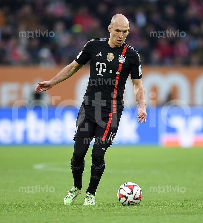 Fussball  1. Bundesliga  Saison 2014/2015  15. Spieltag  FC Augsburg - FC Bayern Muenchen     13.12.2014 Arjen Robben (FC Bayern Muenchen) am Ball